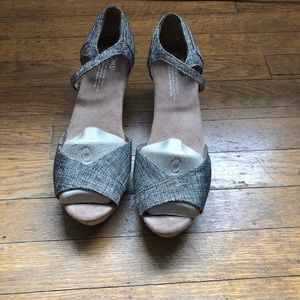 Toms Wedges new size 8